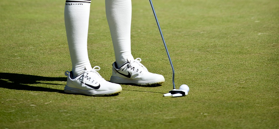 How golf clothing transitioned from green to bar