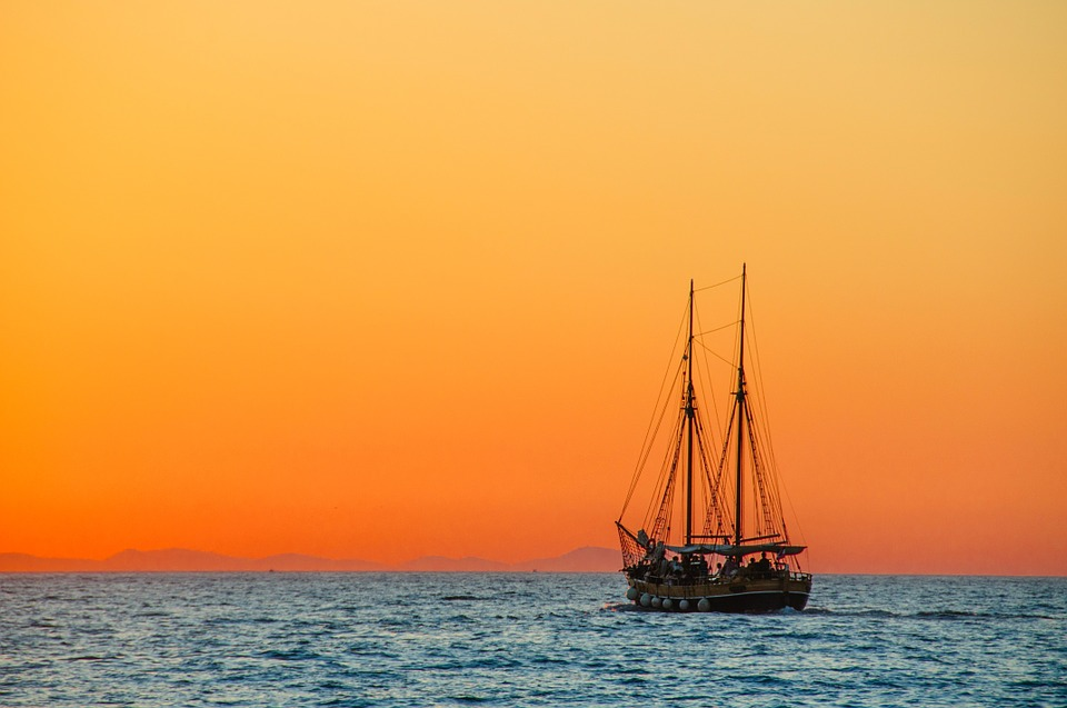 3 Tips For Staying Safe While Out At Sea